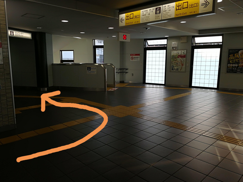 百草園駅エレベーター