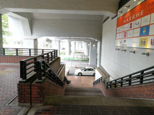 多摩センター駅タクシー乗り場への階段