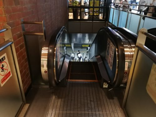 品川駅エスカレーター