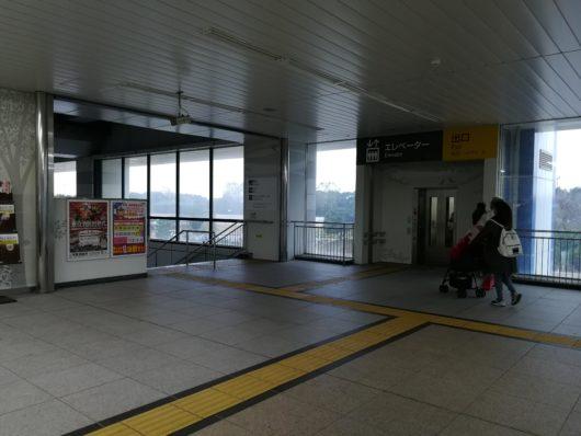 葛西臨海公園駅階段とエレベーター