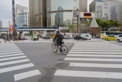 タクシーと自転車