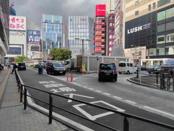 新宿駅東口地下駐車場入り口